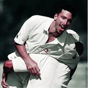 টেস্ট অভিষেকেই হ্যাটট্রিকের আনন্দে মাতোয়ারা ডেমিয়েন ফ্লেমিং। এই কীর্তিতে সর্বশেষ বোলার। ছবি: আইসিসি